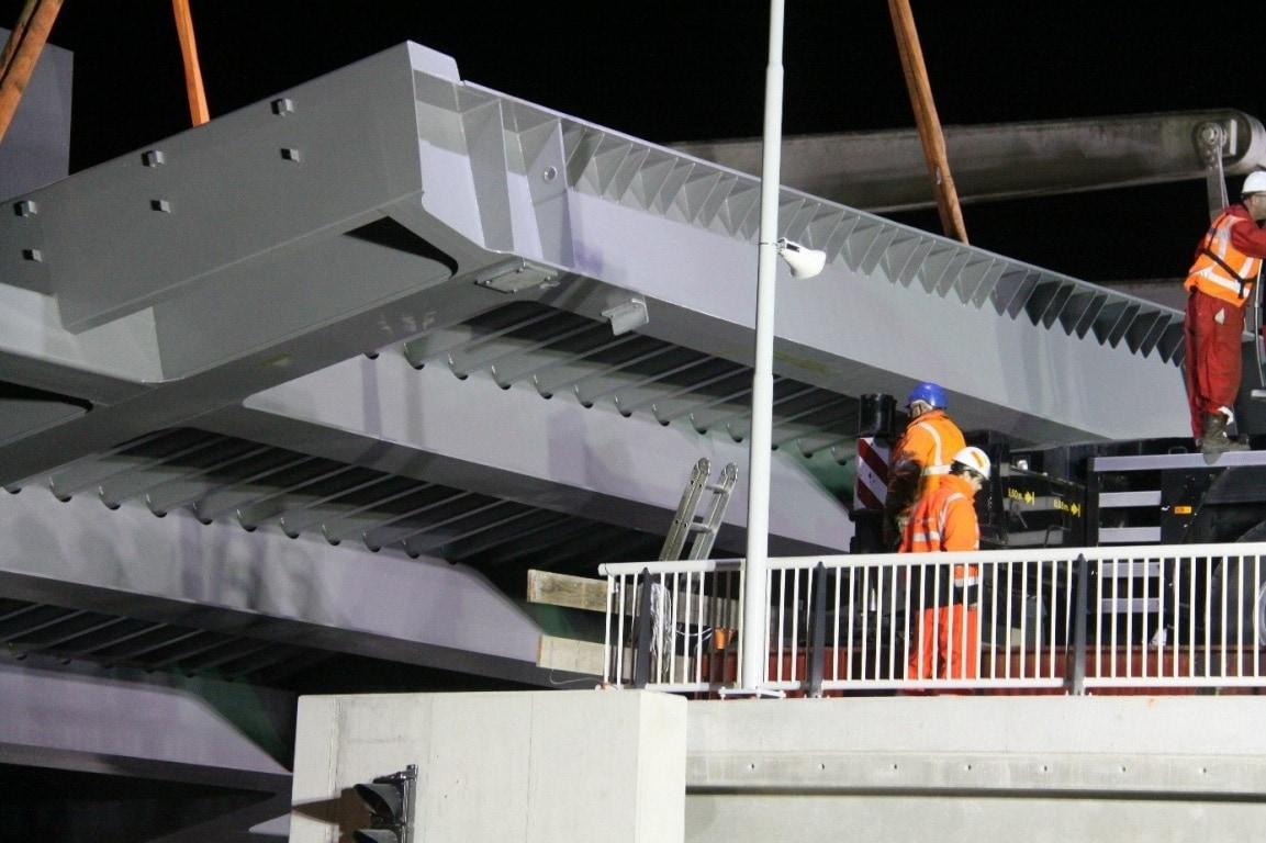 Multipaint werkt aan bruggen op de N33