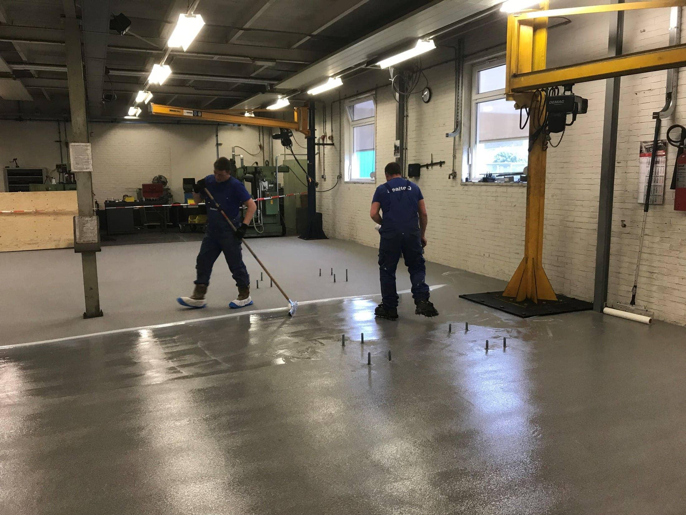 Werkplaatsvloer voorzien van een epoxy troffel vloerafwerking